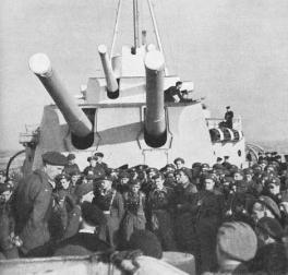 Soldater fra 2. bergkompani om bord på krysseren hms berwick på vei