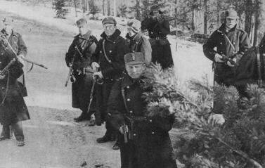2a5aba50977 Official photo of Norwegian soldiers in Gudbrandsdal. Most of them is  equipped with the Krag Jorgensen rifle.